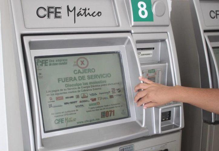 Los cuatro CFEMáticos de la Comisión Federal de Electricidad se encuentran fuera de servicio. (Daniel Pacheco/SIPSE)
