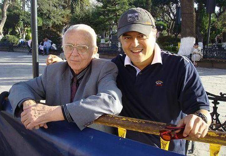 Hausleber junto al marchista Carlos Mercenario, uno de sus discípulos medallista en Juegos Olímpicos. (fmaa.mx)