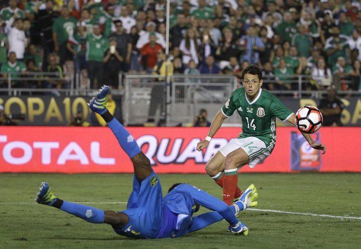 México buscará este lunes ante Venezuela, terminar como líder del grupo C de la Copa América Centenario, con lo que evitaría un choque ante Argentina en los cuartos de final. (AP)