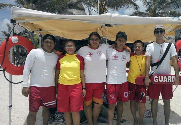 Los guardavidas voluntarios se capacitaron durante cuatro meses para realizar labores de rescate. (Milenio Novedades)