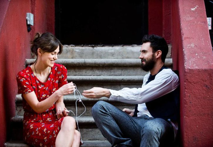 Adam Levine y Keira Knightley protagonizan 'Begin Again', sobre músicos en Nueva York. (Foto: AP)