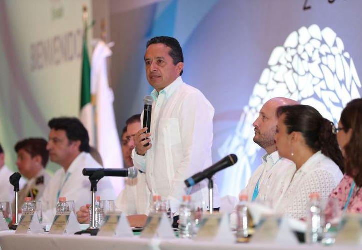 El gobernador Carlos Joaquín inauguró de la segunda sesión ordinaria de la SINADE. (Foto: Raúl Caballero/SIPSE)