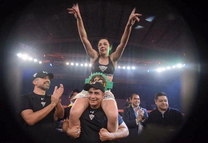 Con esta victoria, Jackie Nava se hizo del título internacional supergallo del Consejo Mundial de Boxeo.  (Facebook)