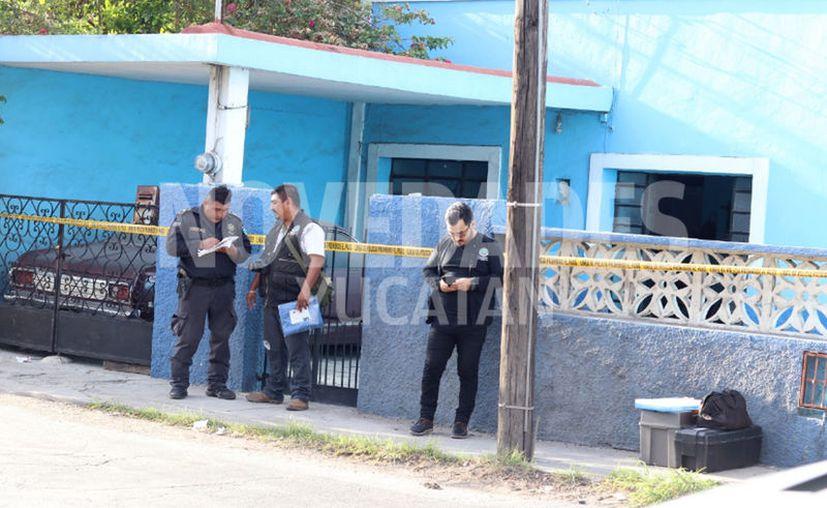 Agentes resguardaron el predio para realizar las primeras investigaciones. (Novedades Yucatán)