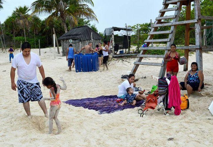 Aprovechan puente para convivir con la familia. (Rafael Acevedo/SIPSE)