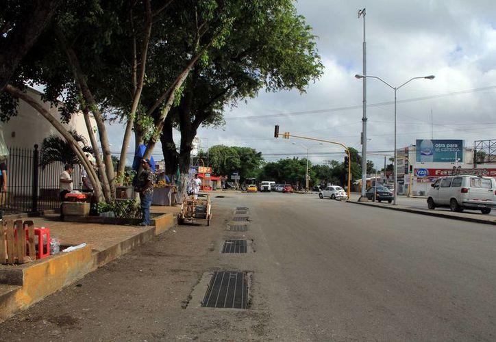 En el caso del cruce de las avenidas Itzaes con Canek corresponde al Gobierno del Estado implementar diversas fases de atención a los problemas y riesgos que representa. (Martha Chan/SIPSE)