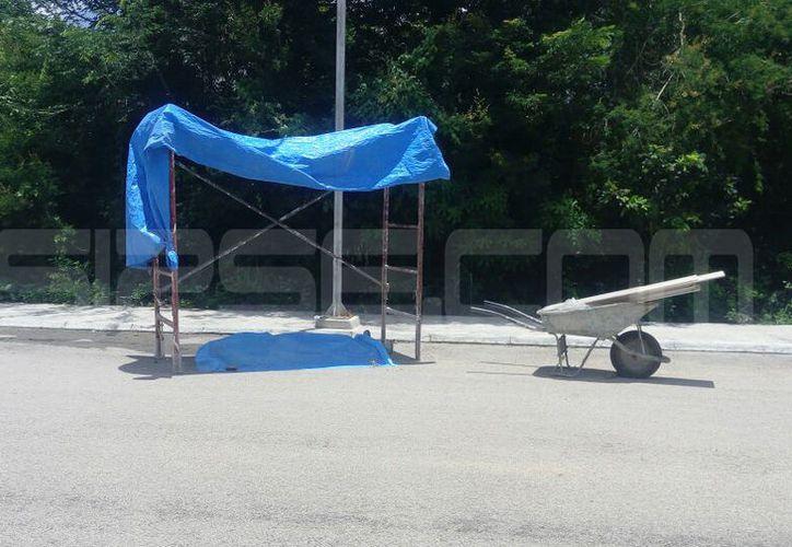 El cuerpo del albañil quedó tirado a media calle. (SIPSE)