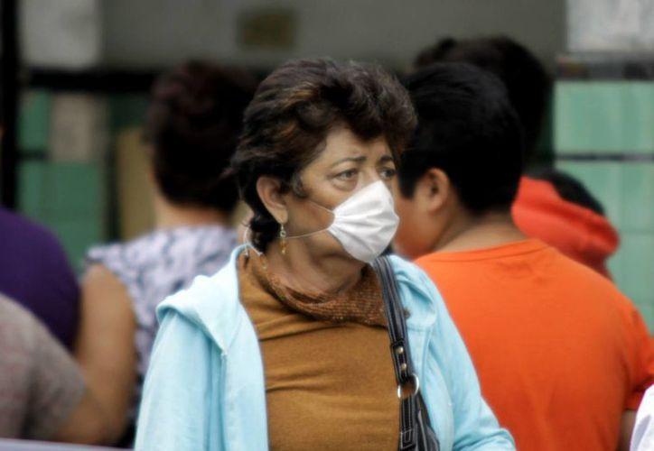 Autoridades de salud exhortan a la población a tomar medidas para evitar contraer alguna enfermedad respiratoria; recomiendan tener cuidado con los cambios bruscos de temperatura. (Milenio Novedades)