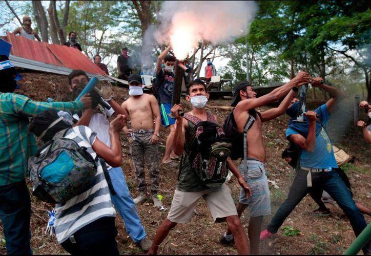 De acuerdo con activistas en derechos humanos, al menos 63 personas han muerto por la represión. (AP)