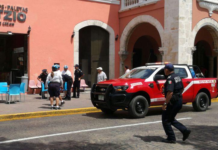 Un conato de incendio movilizó a los cuerpos de seguridad, en pleno corazón de Mérida. (Katia Leyva/SIPSE)