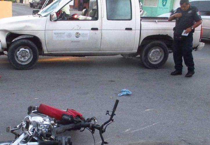El motociclista quedó inconsciente tras el impacto, minutos después falleció. (Redacción/SIPSE)