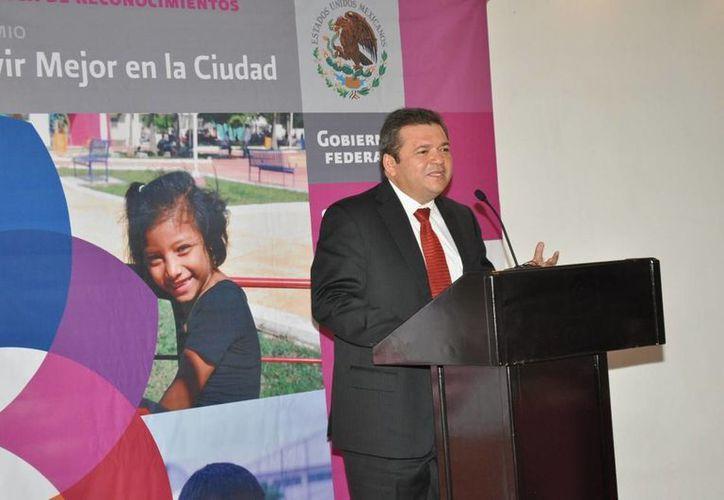 Andrés Ruiz Morcillo, en conferencia de prensa. (Redacción/SIPSE)