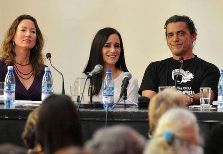 Julieta Venegas durante su participación en el panel, en La Habana. (Notimex)