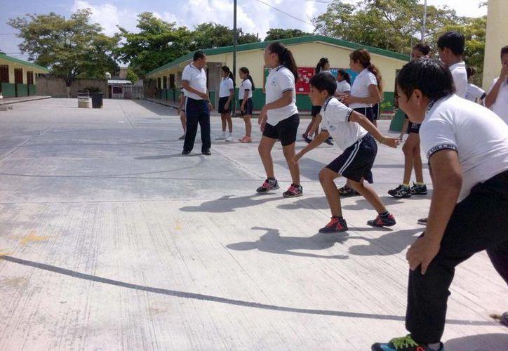 La educación física se realiza fuera del horario de clases estipulado. (Victoria González/SIPSE)