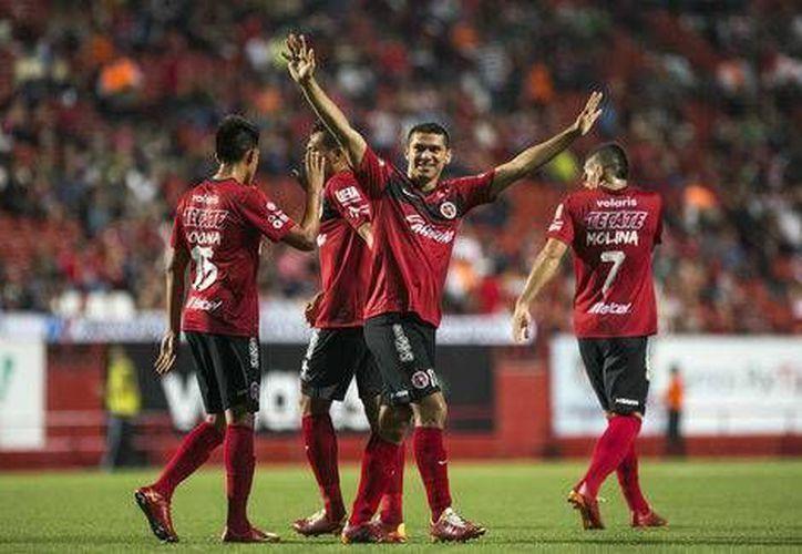 El yucateco Henry Martín (centro), debutante en la Liga MX, anotó este martes por la noche con Xolos ante Zacatepec en Copa MX. (mexsports.com)