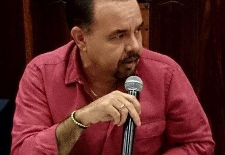 Jorge Dogre Oramas, regidor de Espectáculos, es promotor del concurso de canto. (SIPSE)