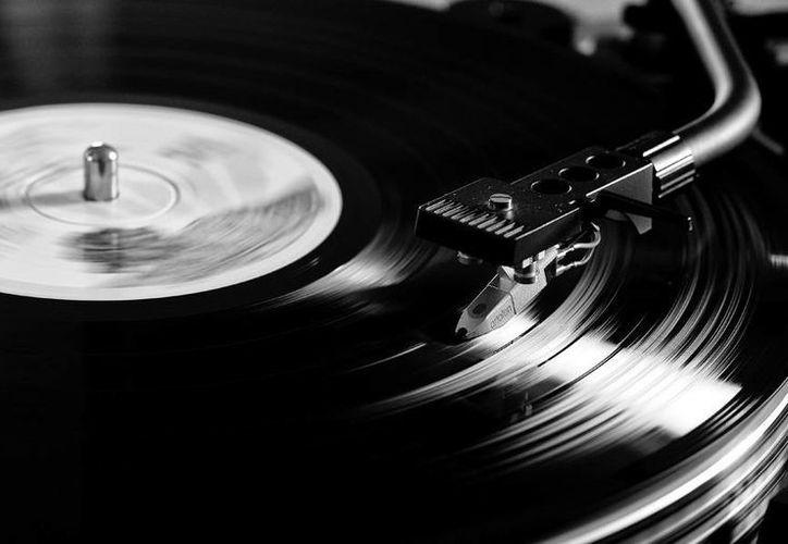 Los discos de vinilo, cuyas ventas llegaron en el año 2007 a su mínimo histórico, ahora viven un repunte en el gusto del público. (catedracosgaya.com.ar)