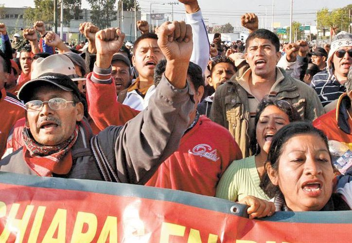 Los docentes se manifestaron en el zócalo de Tuxtla Gutierrez. (Milenio)