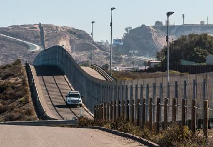 La obra para ampliar la valla divisoria no ha comenzado, mientras el tema se ha alejado del centro de la agenda de la Casa Blanca. (El Financiero)