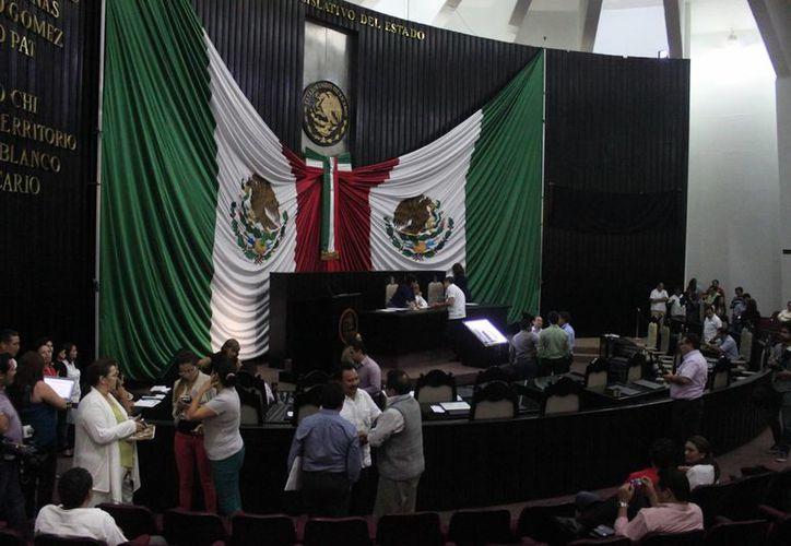 Los diputados de la XIV legislatura aprobaron de igual manera la solicitud de crédito por 16.5 millones de pesos del municipio de Lázaro Cárdenas. (Harold Alcocer/SIPSE)
