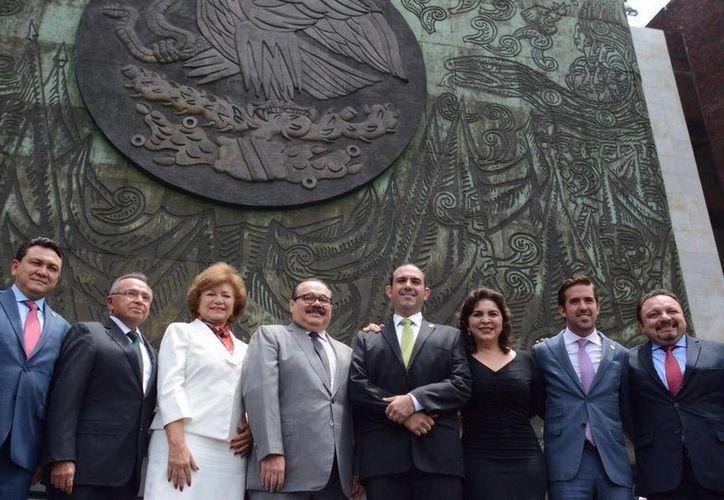 Los diputados federales del PRI están difundiendo la promoción de la Reforma Constitucional para regular la deuda pública de Estados y Municipios. (Milenio Novedades)