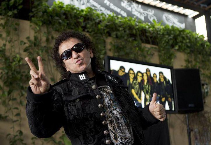 Era el colmo que no tengamos un tema para festejar a nuestros campeones, indicó el rockero Alex Lora. (AP)