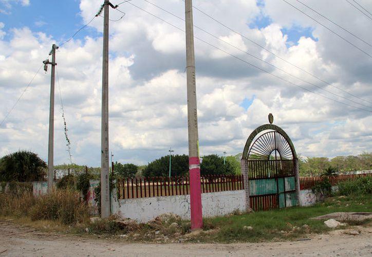 El único campo de la comunidad está abandonado. (Carlos Castillo/SIPSE)