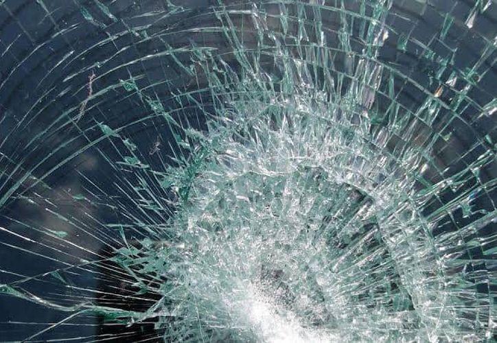 El automóvil de la expresidenta municipal de Felipe Carrillo Puerto Paoly Perera fue vandalizado.  (Jesús Caamal/SIPSE)