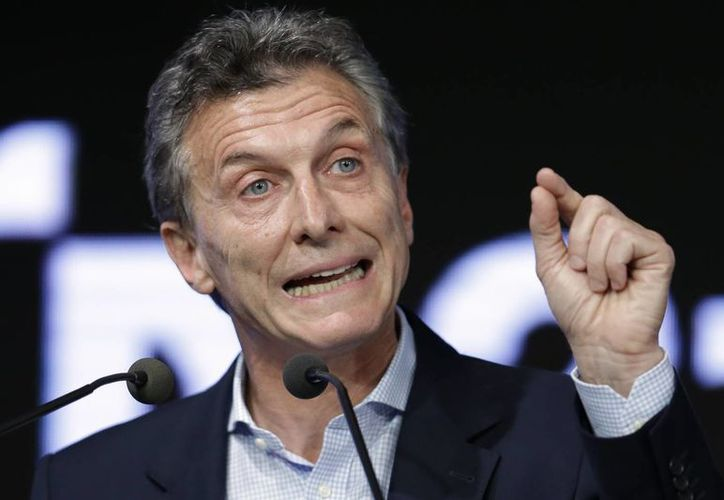 Mauricio Macri asumió la presidencia de Argentina hace apenas 20 días y dio con la modificación a la ley de Medios uno de los pasos más grandes de su breve mandato. (AP)