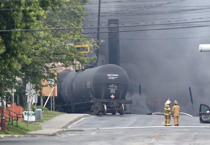 Los bomberos y equipos de rescate de varias municipalidades vecinas, incluyendo Sherbrooke y Saint-Georges-de-Beauce, fueron llamados para mitigar el desastre. (Agencias)