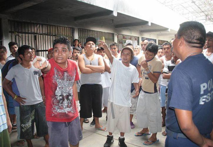 Un grupo de reos aseguró que el ex director de la cárcel está implicado en el cobro de cuotas. (Julián Miranda/SIPSE)