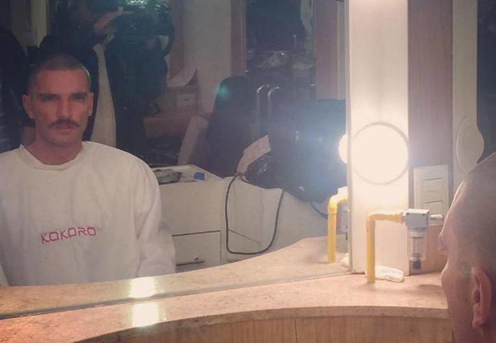 El actor Julián Gil se rapó en solidaridad con su compañera de la telenovela Sueño de amor, Betty Monroe. (Instagram juliangil)