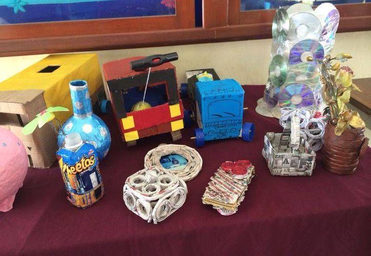 Se presentaron diferentes tipos de arreglos reciclados. (Sergio Orozco/SIPSE)