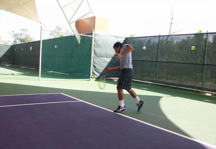 Intensa actividad se vivió en el campeonato nacional de tenis. (Raúl Caballero/SIPSE)