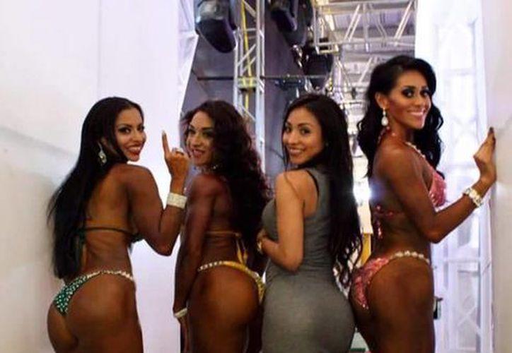 Imagen de las ganadoras de la competencia de bikini en el 'Mr. Revolución', en la feria de Xmatkuil.