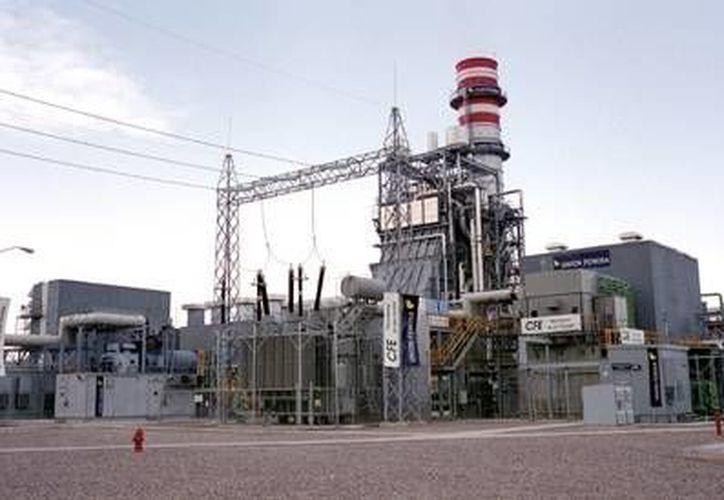 La CFE exhorta a ahorrar energía pese a que por ahora su costo vaya a descender. (Archivo)