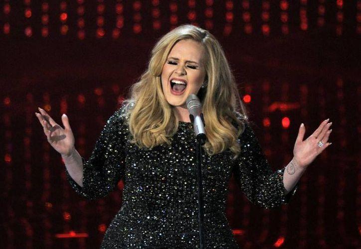 Adele posee la fortuna más grande en toda Gran Bretaña, cuenta con 121 millones de dólares, los cuales la ubican como la más rica de la historia. (AP)
