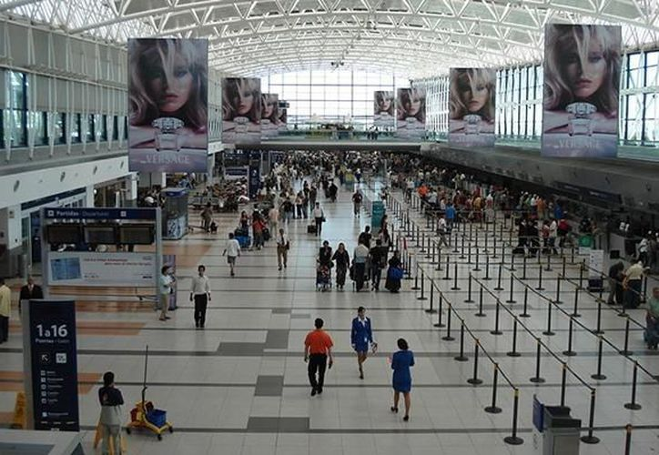 Diez mil pasajeros fueron afectados por el paro realizado este jueves en aeropuertos de Argentina. (Internet)