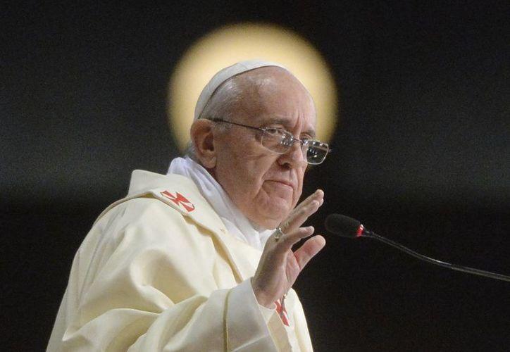 Después de reunirse con obispos, el Papa lo hizo con políticos, diplomáticos, intelectuales, empresarios, artistas y otros representantes religiosos. (EFE)