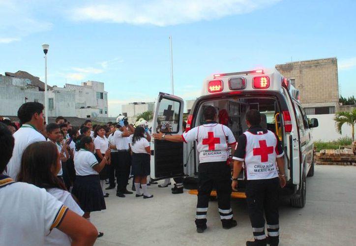 La Cruz Roja en Playa del Carmen cuenta con cuatro ambulancias, pero dos están fuera de servicio. (Daniel Pacheco/SIPSE)