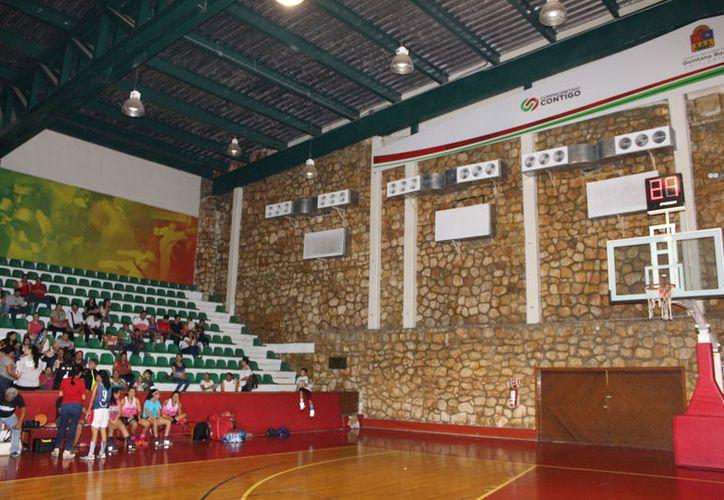 Mencionan que los centros deportivos permanecen en el abandono. (Miguel Maldonado/SIPSE)