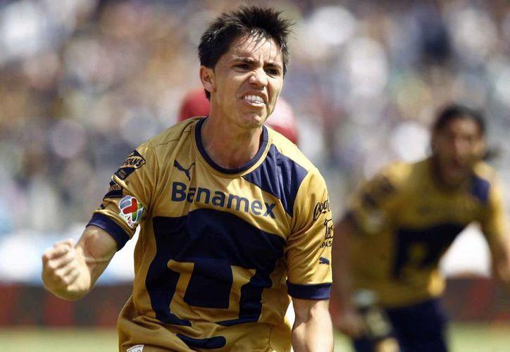 Velarde festeja el gol que dio la victoria a Pumas sobre Morelia, el domingo pasado. (Notimex)