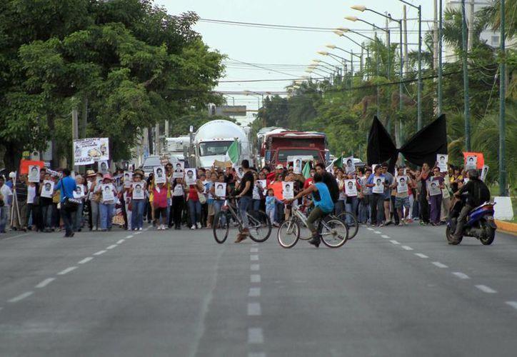 Unas 300 personas participaron en el recorrido. (Sergio Orozco/SIPSE)