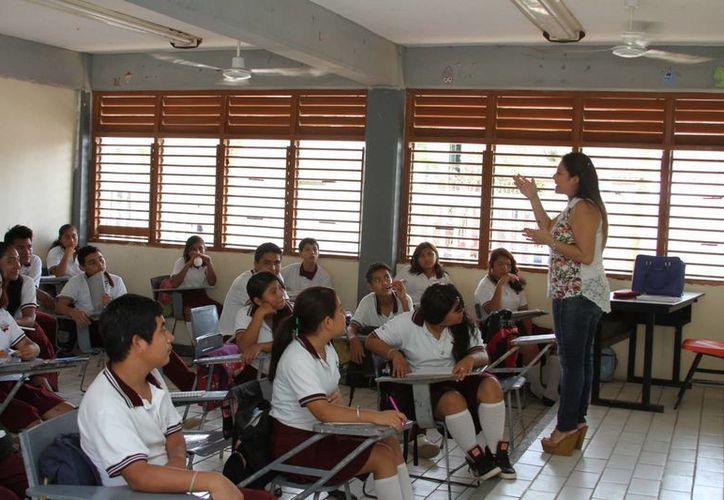 La SEyC estima que actualmente el déficit es de 250 maestros en primarias, cifra que podría incrementar a 300. (Adrián Barreto/SIPSE)