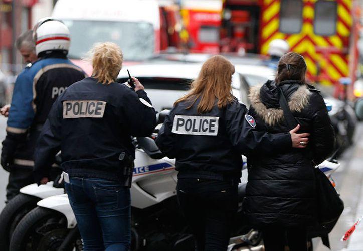 Policías arribaron al sitio para combatir al presunto atacante. (Reuters)