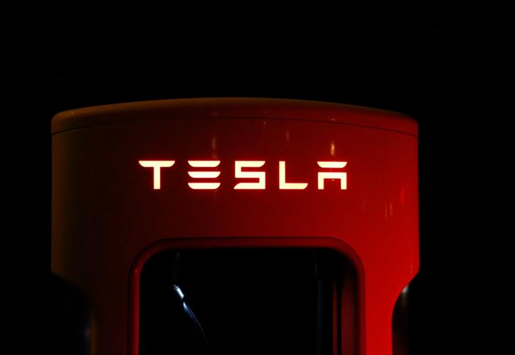 Se espera que Elon Musk o la misma Tesla se pronuncie sobre el curioso uso de su tecnología. (Internet)