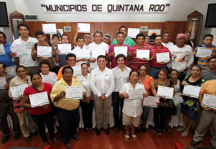 En el curso participaron comisionistas, cocineros, meseros, vendedores, ayudantes en general y estudiantes de turismo. (Cortesía/SIPSE)