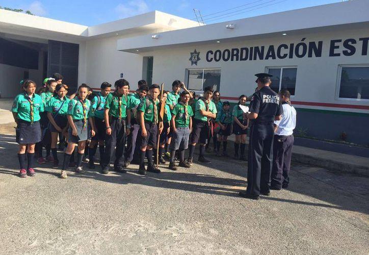 Este lunes, 84 scouts de entre 11 y 15 años de edad pertenecientes a la asociación Provincia Yucatán visitaron las instalaciones de la Coordinación Estatal de la PF. (Milenio Novedades)