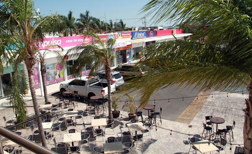 """Las """"miniplazas"""" comerciales son cada vez más frecuentes en Mérida: según los comerciantes, en promedio, se abre una al día. (Jorge Acosta/SIPSE)"""
