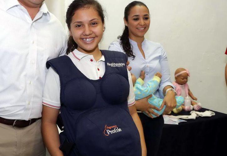 Muchos jóvenes no comprenden que el embarazo es una gran responsabilidad. Imagen de una alumna que participa en el programa del Instituto Municipal de la Juventud. (Milenio Novedades)